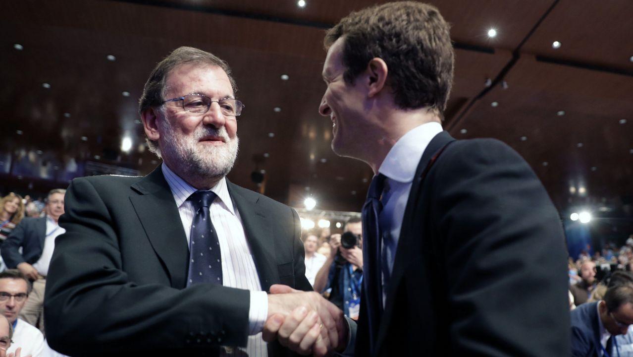 .Rajoy saluda a Pablo Casado.