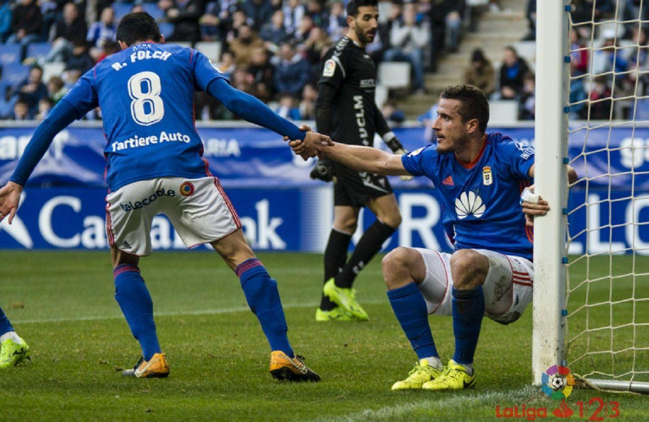 Folch Christian Fernandez Real Oviedo Albacete Carlos Tartiere.Folch y Christian, tras una gran ocasion para el cantabro