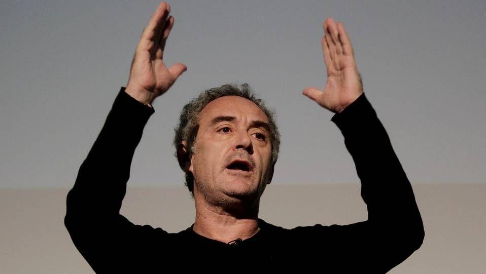 Ferran Adriá durante una conferencia en la Universidad de A Coruña