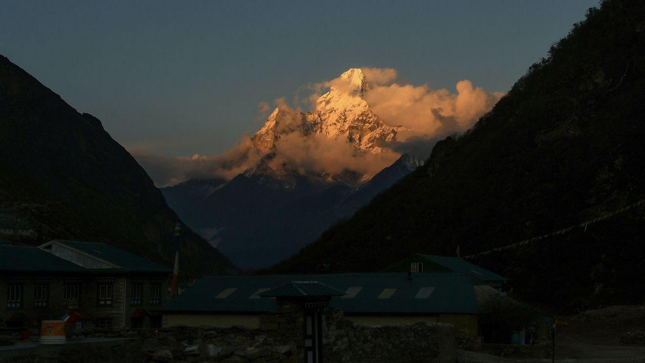 El pico Ama Dablam, en el Himalaya, con una altura de 6.812 metros