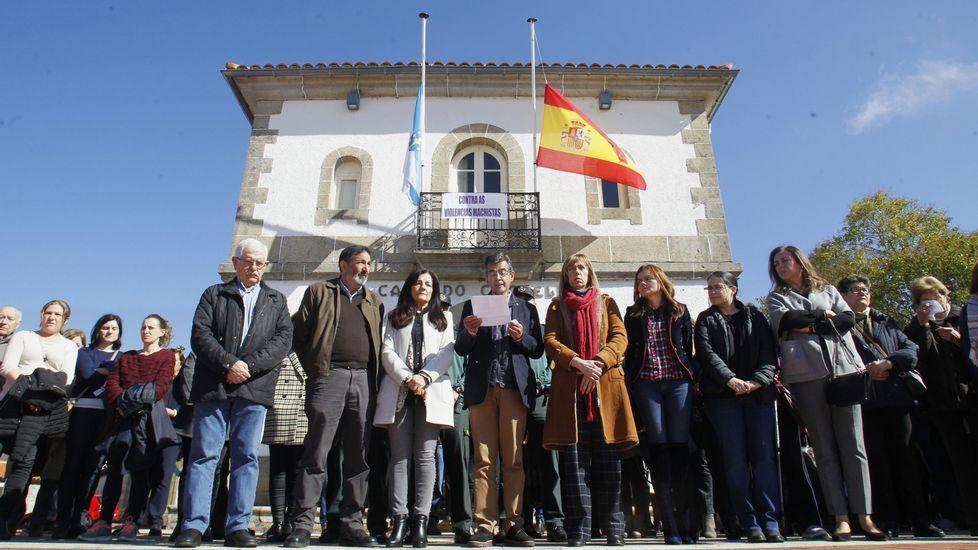 Concentración frente al Ayuntamiento de Sober el pasado mes de marzo contra el asesinato en Madrid de una mujer oriunda de este municipio