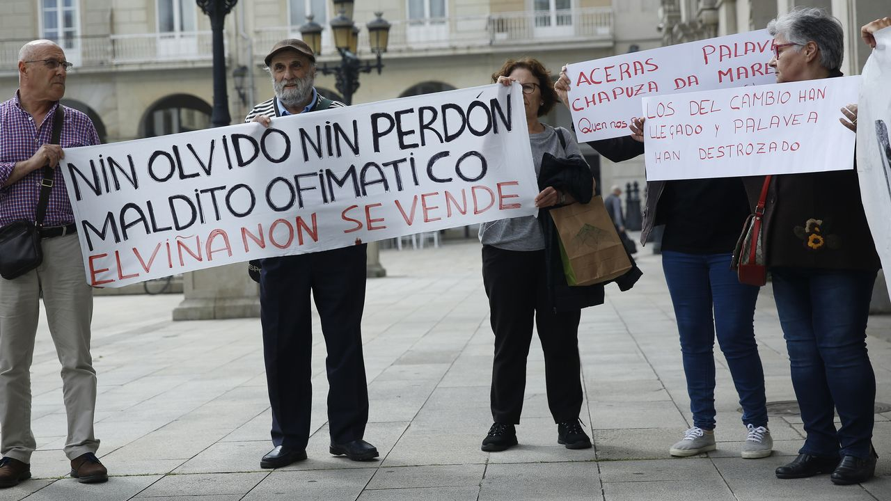Los rectores quieren desterrar el coste cero y piden financiación para los nuevos grados.Vista del muelle coruñés de Calvo Sotelo