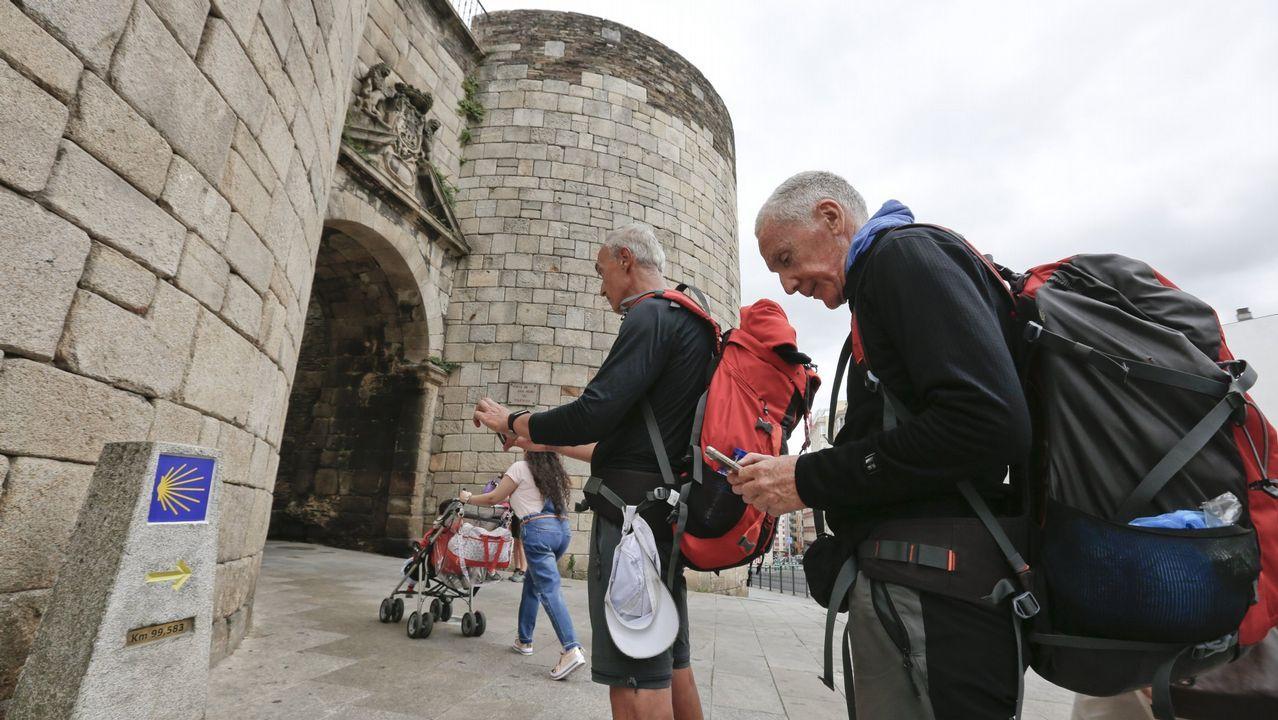 Galicia en alerta por la borrasca Helena.O Cebreiro es actualmente el lugar que más visitantes recibe atraídos por la nieve