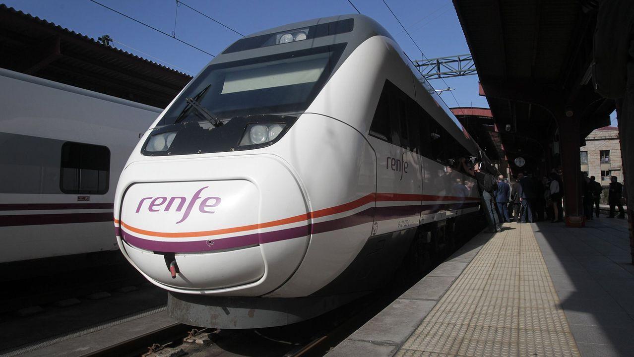El tren con contenedores cruza Vilagarcía.Uno de los trenes que conectan Vigo y A Coruña por el eje atlántico