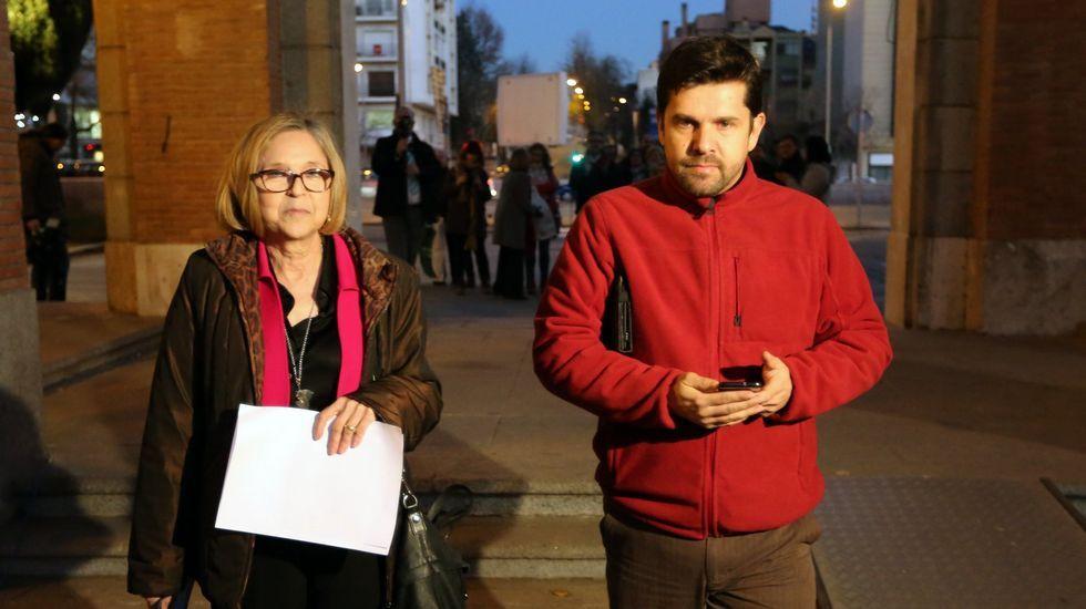 Los ayuntamientos están con las víctimas del Alvia.Alberto Núñez Feijoo y Agustín Hernández, durante las fiestas de la Ascensión en Santiago