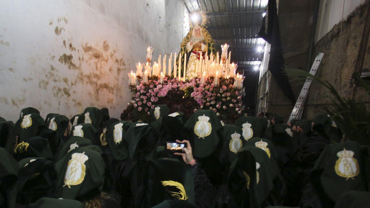 Semana Santa de Ferrol: la salida de la Esperanza, desde dentro.