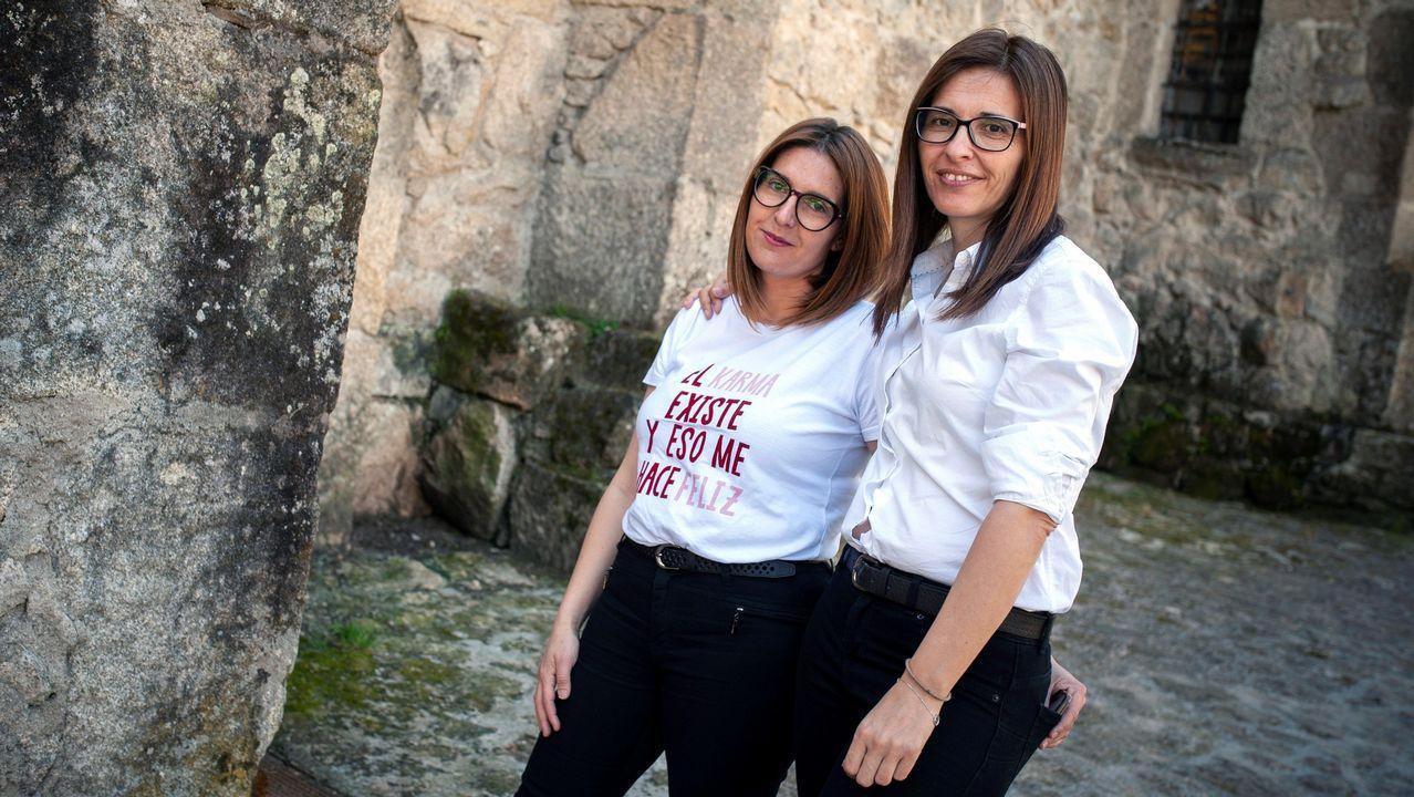 Vanesa Faro y Mercedes Gómez, dos de las aspirantes que alquilaron un avión privado para opositar en el mismo día en Madrid y Silleda