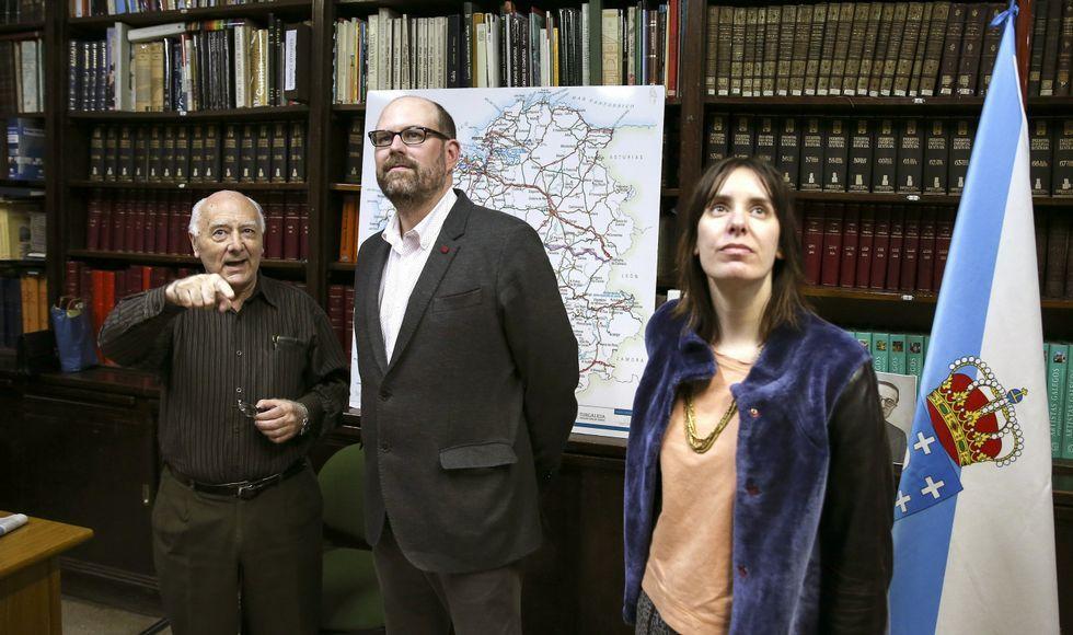 Noriega y Novoneyra, en el Centro Galego de Buenos Aires, que guarda libros de Castelao.