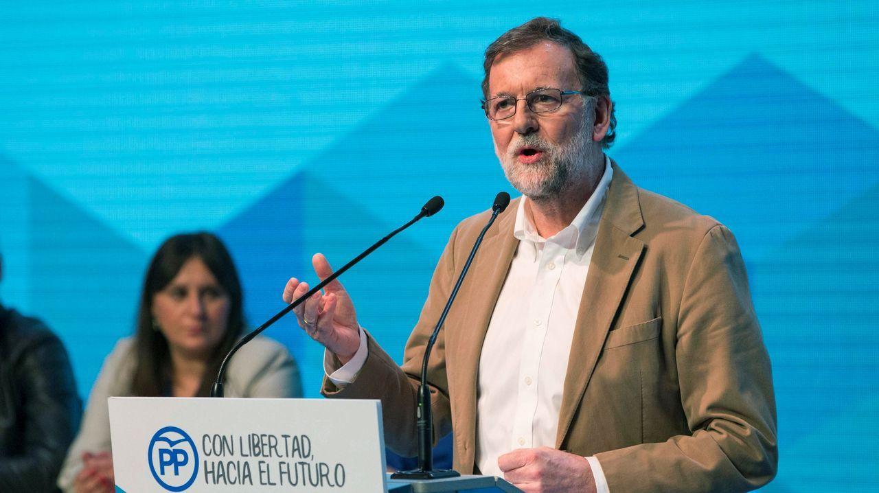 Rajoy y Sánchez se enzarzan al hablar sobre pensiones.Una mujer con una de las urnas que seran utilizadas en las elecciones presidenciales de Venezuela, el 20 de mayo
