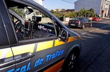 .El vehículo cedido por la Dirección General de Tráfico ha realizado controles en varias vías.