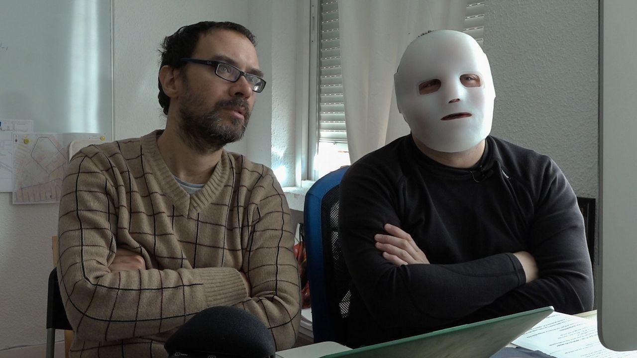 El Flako contaba con una máscara especial para algunas de sus intervenciones en el filme de Simianini