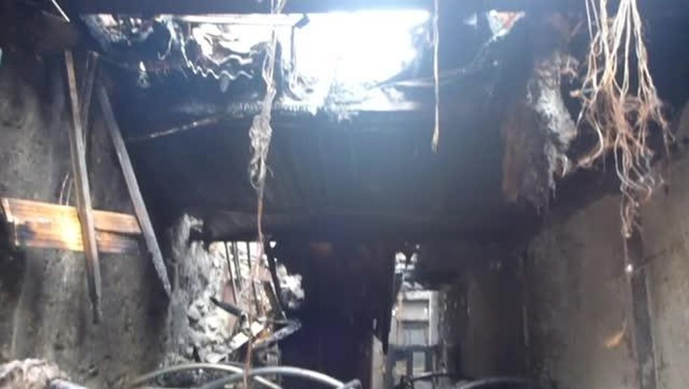 Un incendio destruye un albergue de peregrinos en Xunqueira de Ambía
