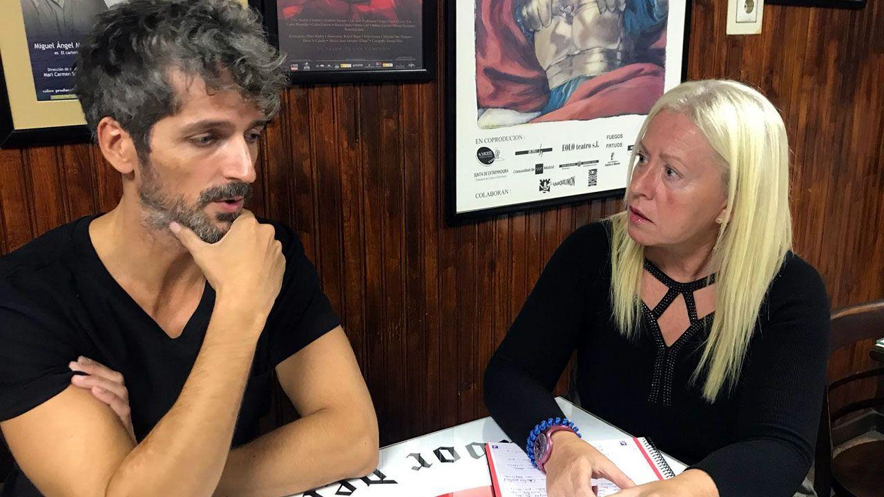 Pablo Castañón, junto a la periodista Esther Canteli