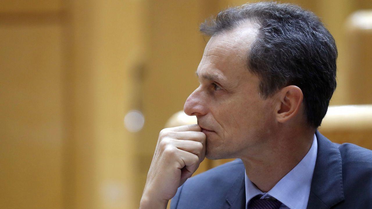 Pedro Duque: «da miedo que te puedan sacar cosas de la infancia».Pleno del ayuntamiento de Gijón