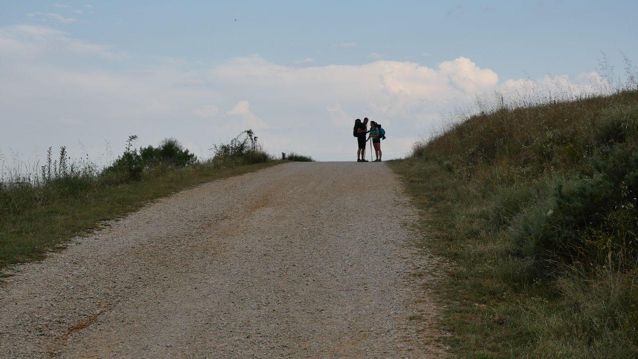 .Pareja de peregrinos, cerca de León