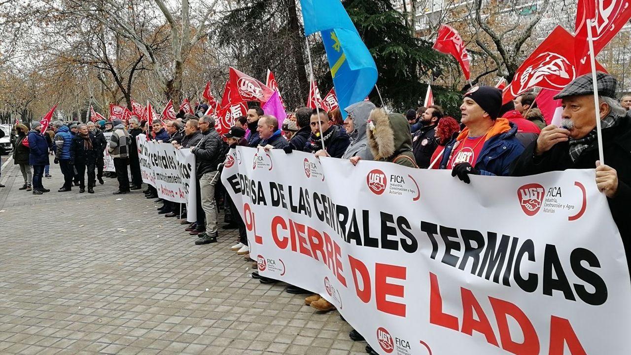 Protesta de los trabajadores de UGT contra el cierre de las térmicas de carbón