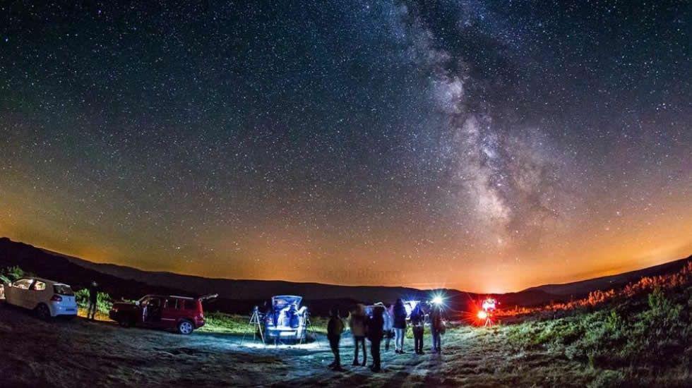 El cielo más limpio de Galicia. A Veiga y Pena Trevinca se codean con Chile, Canadá y Canarias como destinos para la observación astronómica.
