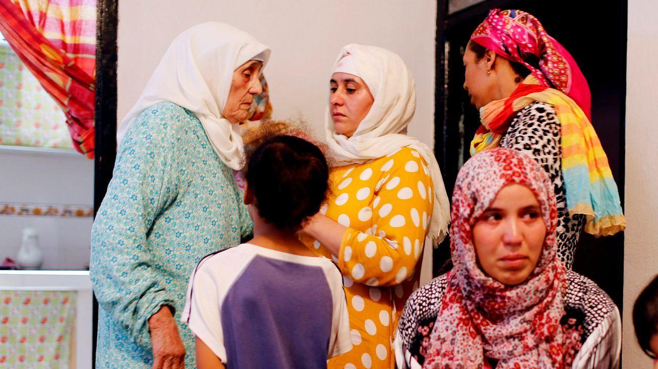 Familiares del supuesto autor de la masacre y de otros tres terrorista, tres días despues del golpe al corazón de Barcelona