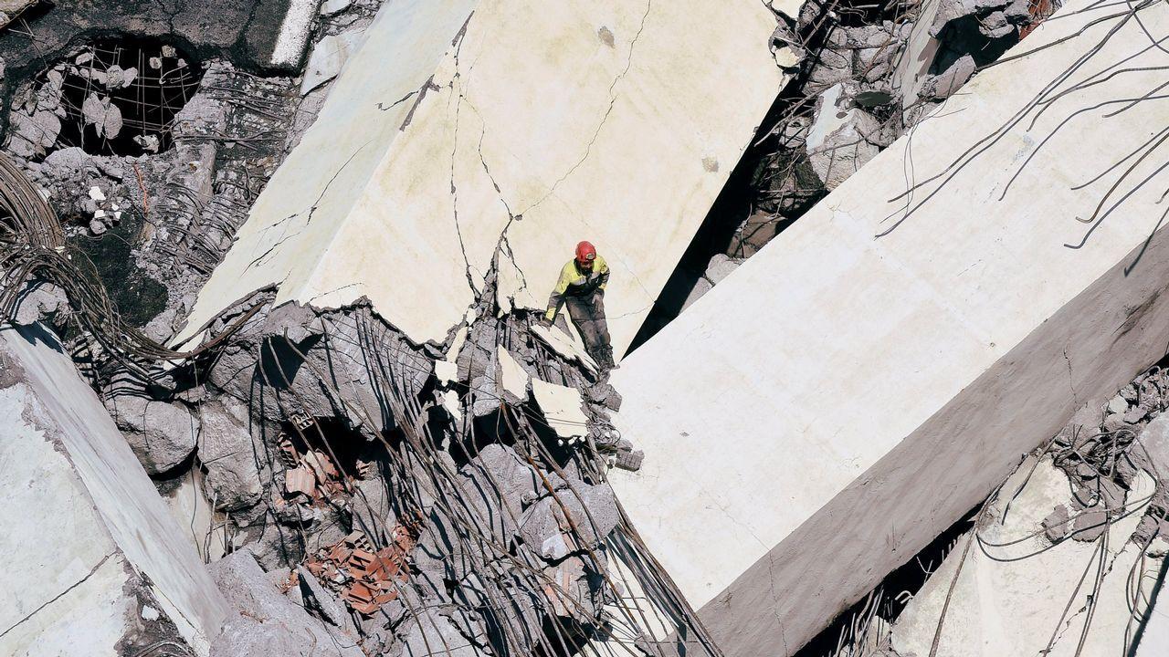 .Los equipos de rescate seguían buscando víctimas