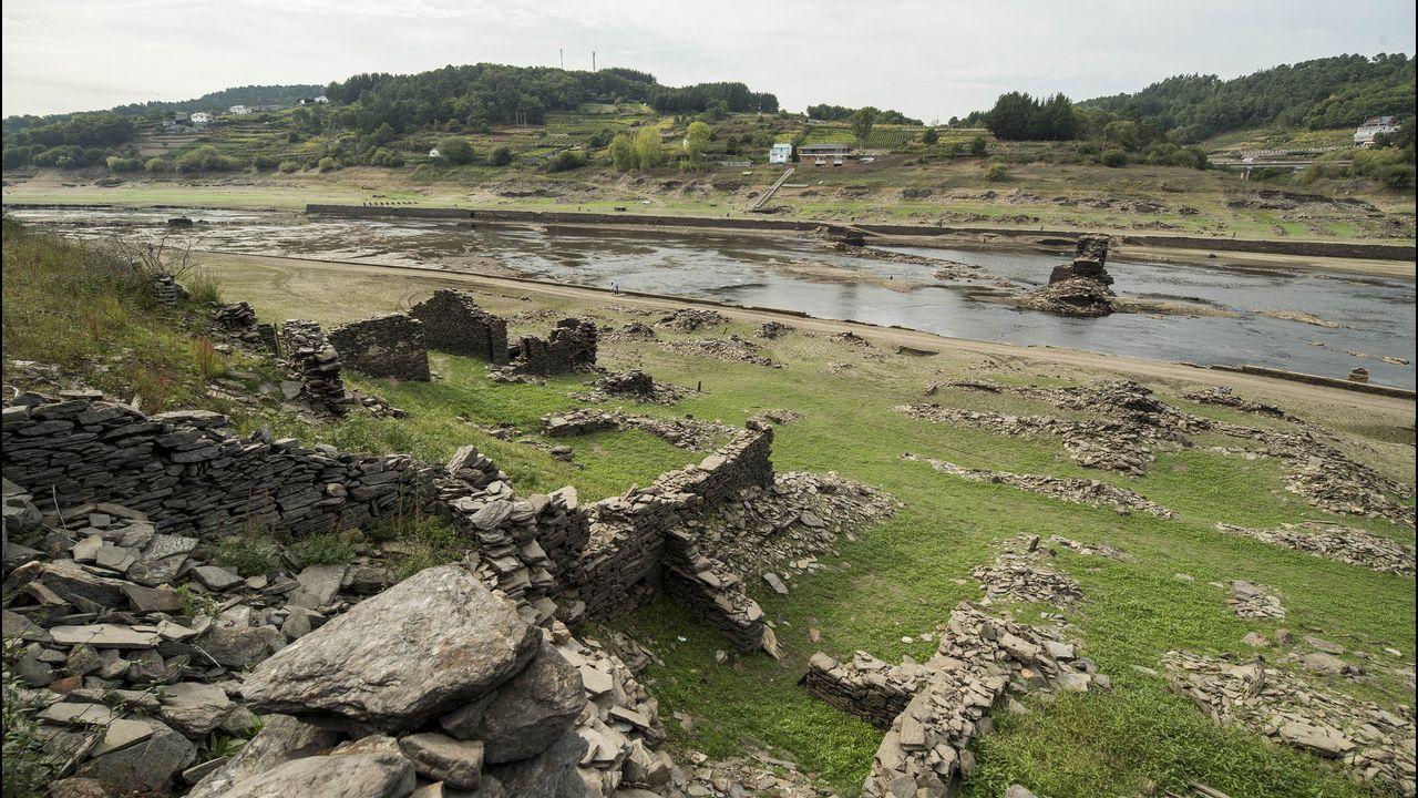 .Restos de viviendas del antiguo barrio de San Pedro, en la margen izquierda del Miño