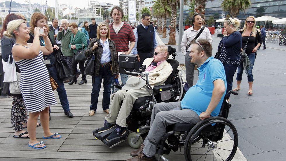 .XOÁN CARLOS GIL Stephen Hawking en Vigo. El famoso físico visitó Galicia en numerosas ocasiones, en las que siempre se mostró cercano a la gente común