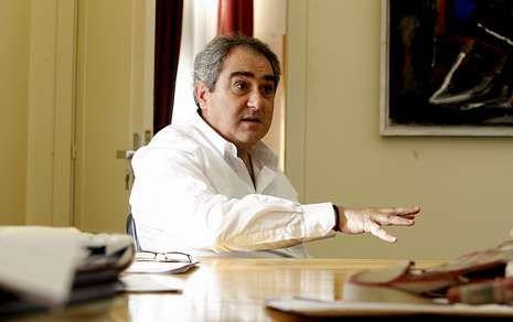 Ernesto González Seoane (O Barqueiro, 1962) é catedrático de Filoloxía Galega.