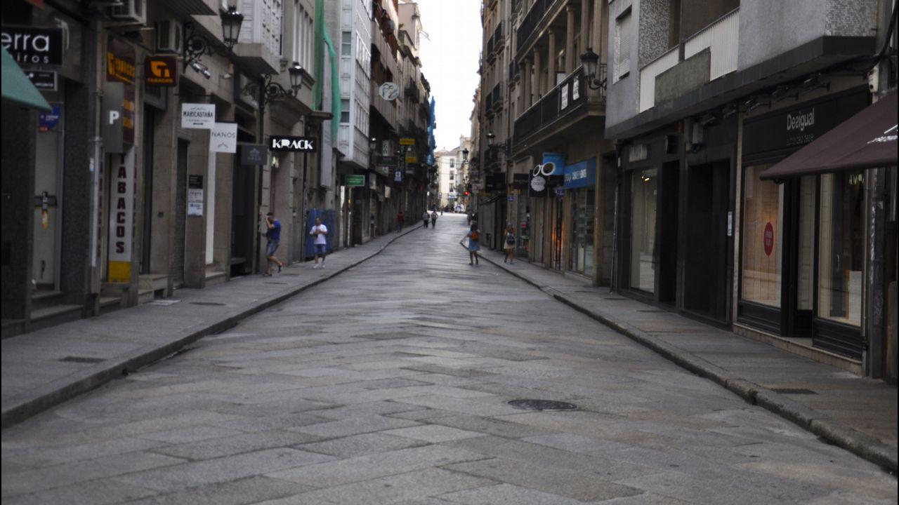 .Calles desiertas en Ourense. No se rueda una película. Es la ola de calor
