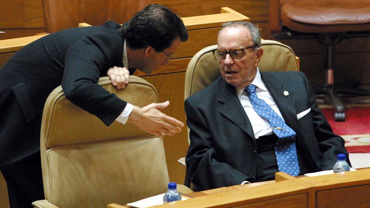 Feijoo y Fraga, durante un pleno en el Parlamento en el año 2004.