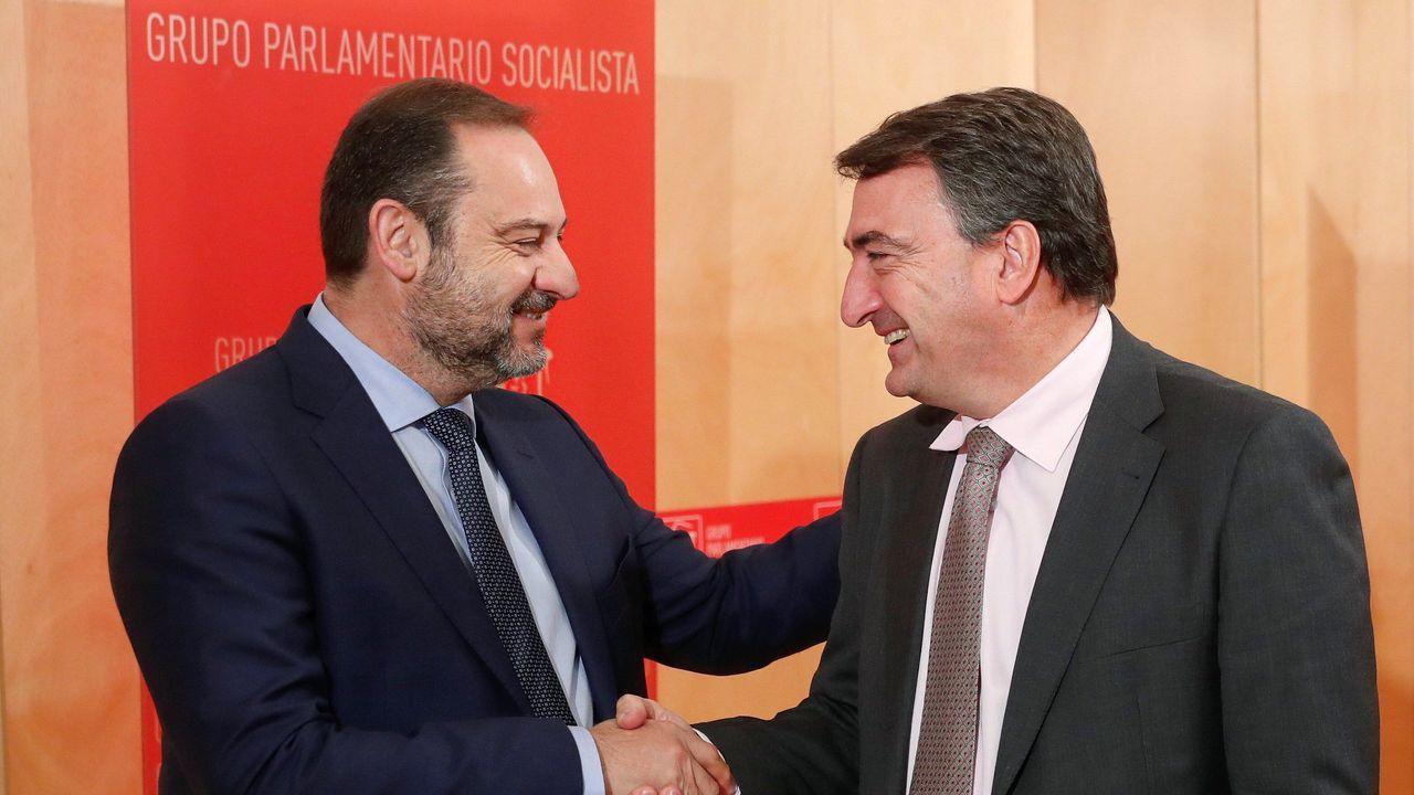 Ábalos: «Hay que contar con aquellos que quieren colaborar».José Luis Ábalos, secretario de organización del PSOE, se ha reunido este miércoles con el portavoz del PNV, Aitor Esteban