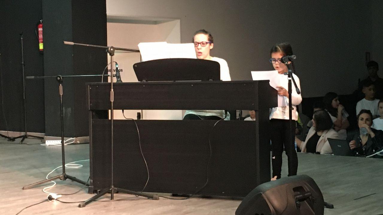 Piano y voz con una de las alumnas más jóvenes