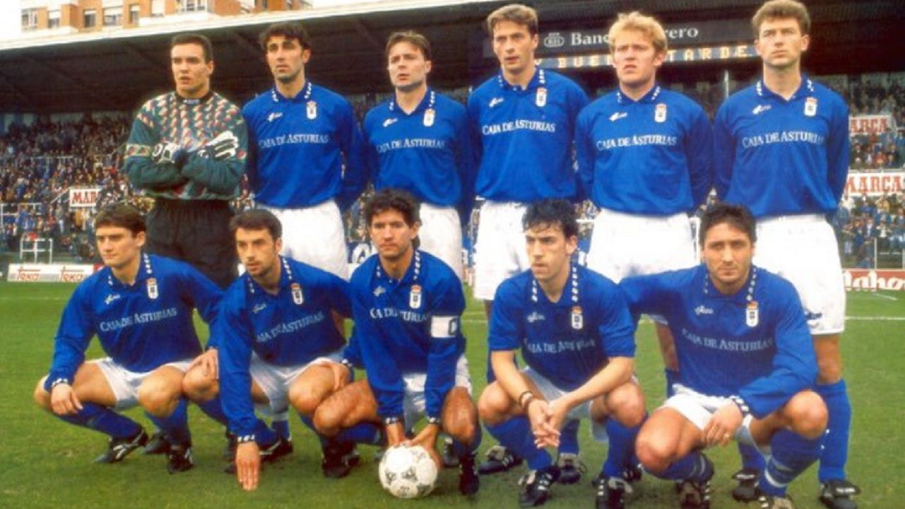 Jokanovic Real Oviedo Horizontal.Prosinecki en su etapa en el Real Oviedo (segundo hombre por la derecha en la fila superior)