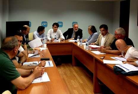 Los cargos PP ferrolano, ante la SEPI y Navantia.Seis alcaldes, concejales, diputados y senadores participaron en la reunión de ayer en Ferrol