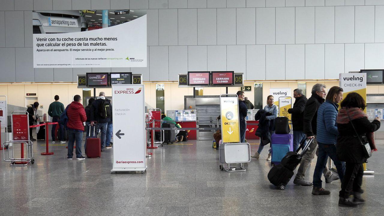 El cascarón vacío del que voló Galicia.Avión de Ryanair en Peinador