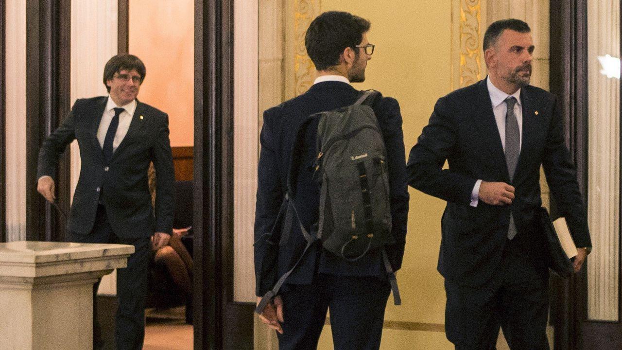 La tensión en Cataluña se cobra sus primeras bajas políticas