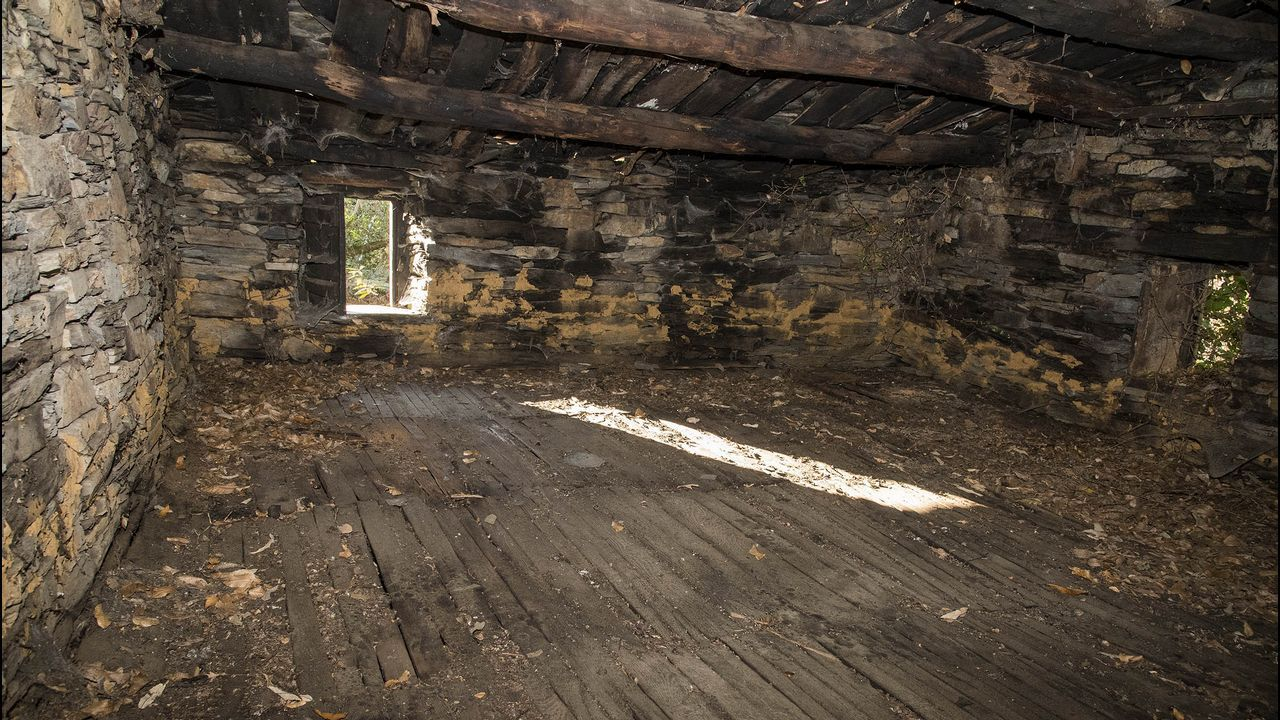 .Una caniceira, en el piso superior del sequeiro, sobre la que se secaban las castañas