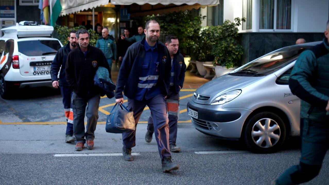 Estos son los 8 mineros encargados de rescatar a Julen.La Brigada de Salvamento Minero asturiana, saliendo del hotel en el que pasaron la noche