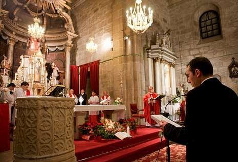 La conmemoración de la Traslación se celebró de forma solemne en la iglesia parroquial de Padrón.