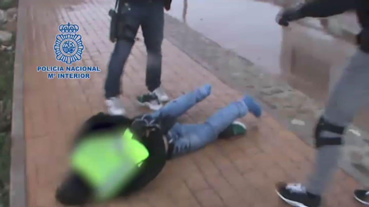Herido grave un niño al caer por el hueco del ascensor de un edificio en obras en O Carballiño.Planeadoras decomisadas por Vigilancia Aduanera
