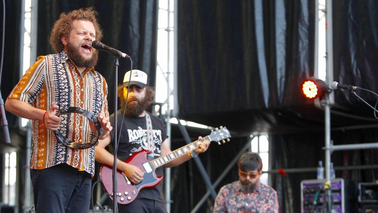 Sérgio Dias (con la guitarra) junto a la formación actual de Os Mutantes