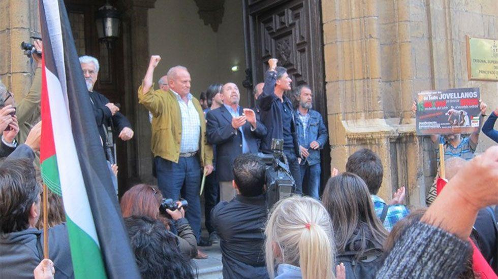 Juicio a «los 9 del Jovellanos».Los nueve del Jovellanos, a las puertas del Tribunal Superior de Justicia de Asturias