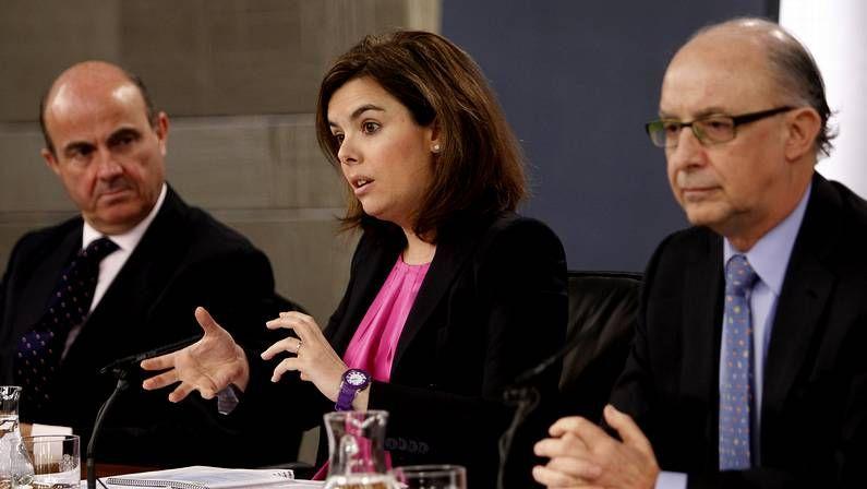 De Guindos, Sáenz de Santamaría y Montoro tras el Consejo de Ministros