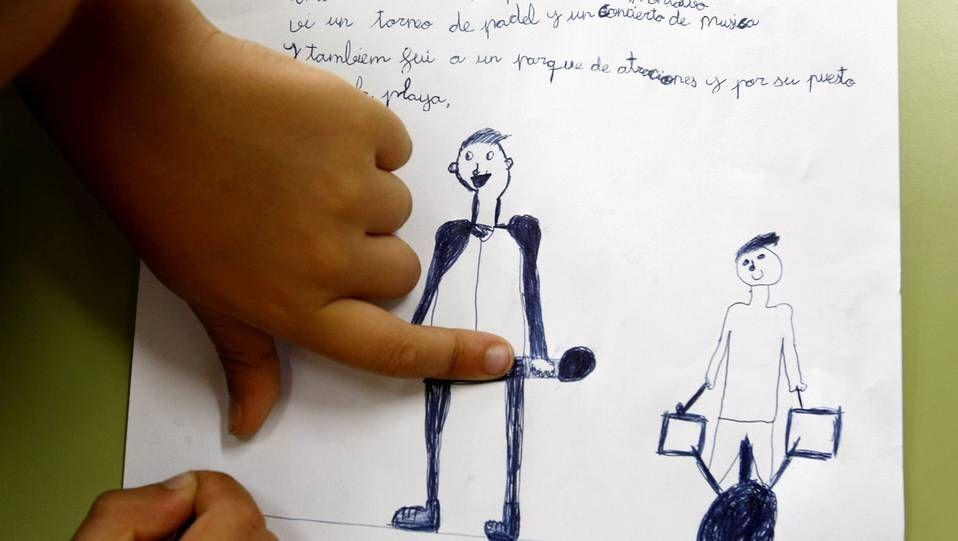 Los niños gallegos vuelven al cole.La Guardia Civil dialogó en varias ocasiones con el alcalde el pasado martes en A Gañidoira.