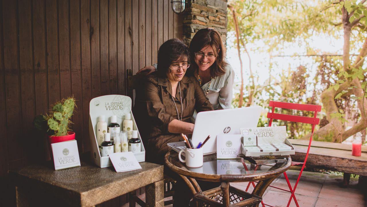 Ana Bordallo y Rosaura Valverde crearon La espiral verde, que comercializa geles, cremas y jabones a base de algas