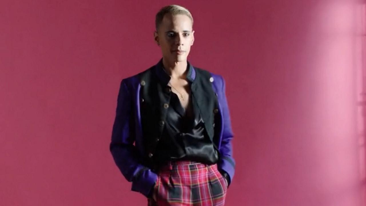 Fotograma de la serie «Doce puntos» con representante de Eurovisión francés