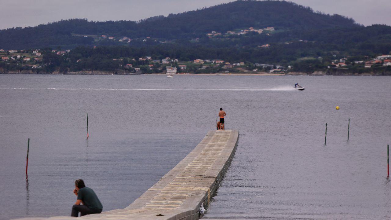 Espuma en la desembocadura del río Piles, en la playa de San Lorenzo de Gijón