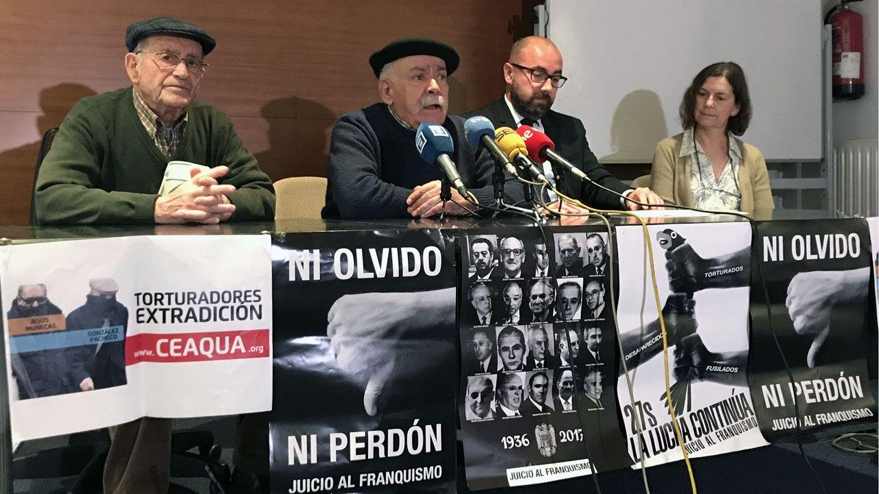 Fausto Sánchez García, Vicente Gutiérrez Solís, el letrado Alberto Suárez y Delfina Flórez, de la Comuna d'Asturies