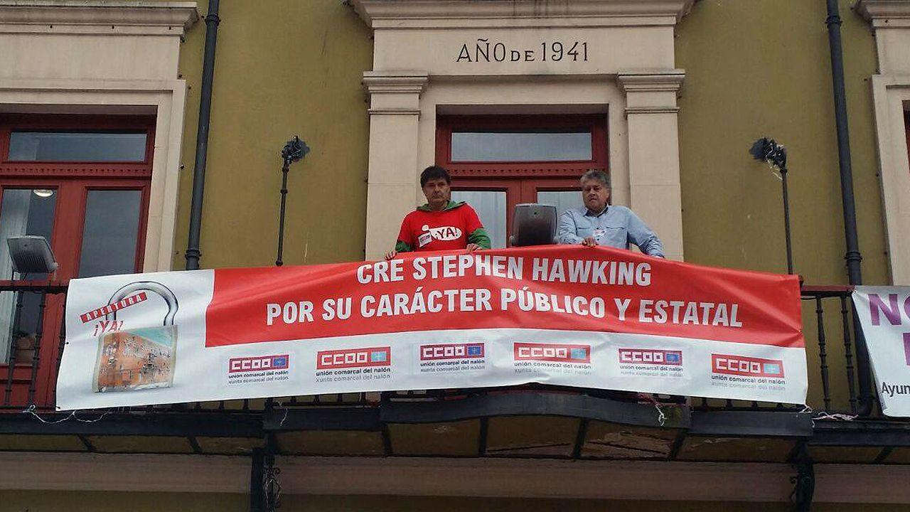 Comisiones Obreras inicia un encierro en el Ayuntamiento de Langreo para exigir la apertura del centro Stephen Hawking.Comisiones Obreras inicia un encierro en el Ayuntamiento de Langreo para exigir la apertura del centro Stephen Hawking