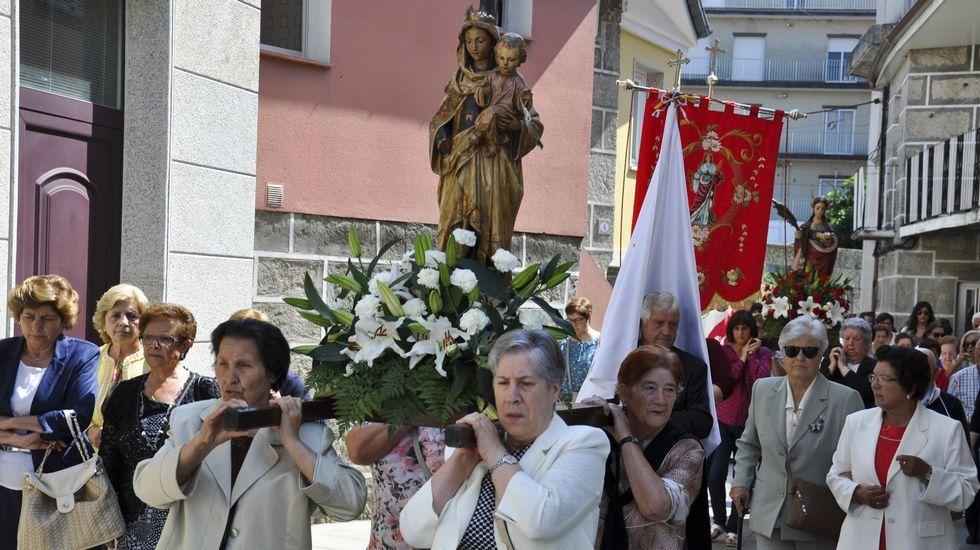 El traslado de santa Mariña abre las fiestas de Xinzo