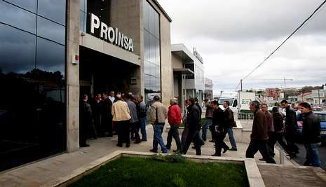 Segundo día de huelga en Pórtico.La plantilla de Pórtico se manifestó ayer ante las dependencias del Fogasa en Vigo.