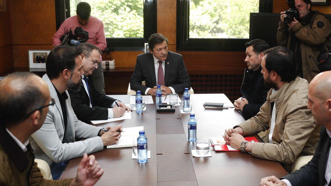Podemos se vuelca con Alcoa y Arcelor.El presidente del Principado, Javier Fernández (c), recibe este viernes a los secretarios generales de UGT Asturias, Javier Fernández Lanero (3d); FICA-UGT, Jenaro Martínez (2d); CCOO de Asturias, José Manuel Zapico (2i); la Federación de Industria de CCOO, Damián Manzano; y el coordinador de la gestora de USO en Asturias, Juanjo Estrada (d), este viernes en Oviedo